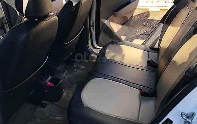 Bán ô tô Hyundai Grand i10 năm sản xuất 2015, màu trắng, nhập khẩu 4