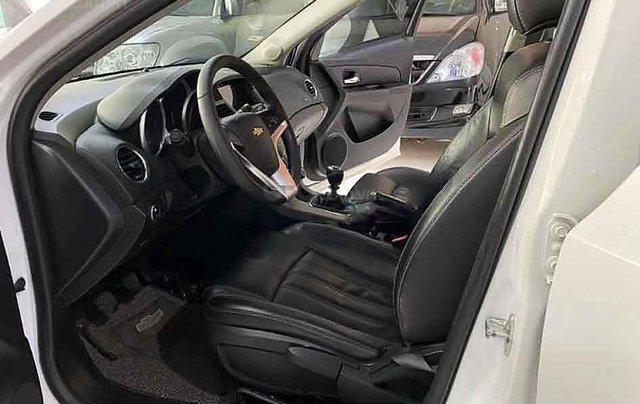 Cần bán lại xe Chevrolet Cruze năm sản xuất 2017, màu trắng1