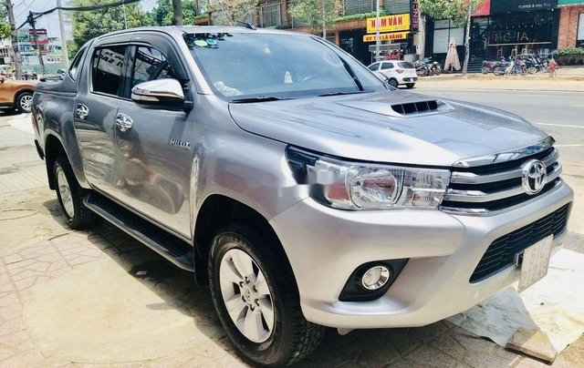 Bán ô tô Toyota Hilux sản xuất năm 2016, màu bạc, nhập khẩu nguyên chiếc số sàn1