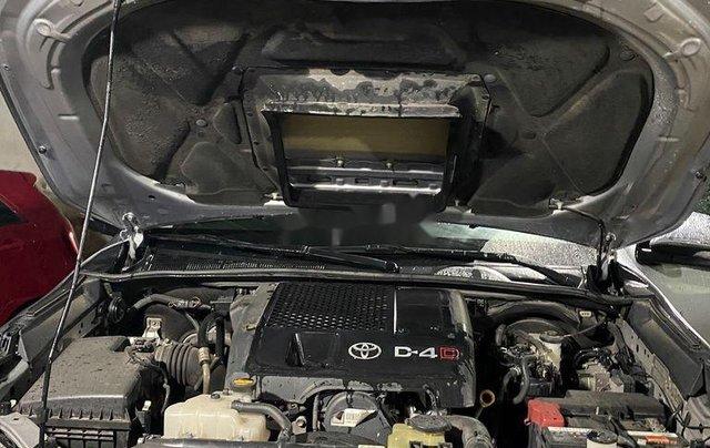 Bán ô tô Toyota Hilux sản xuất năm 2016, màu bạc, nhập khẩu nguyên chiếc số sàn8