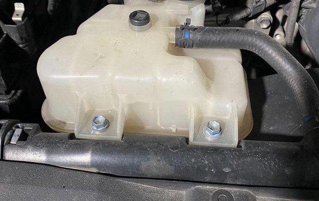 Bán ô tô Toyota Hilux sản xuất năm 2016, màu bạc, nhập khẩu nguyên chiếc số sàn9