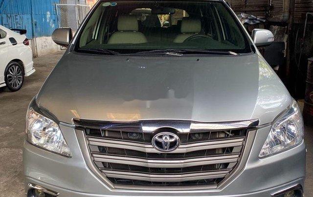 Gia đình bán lại xe Toyota Innova sản xuất 2015, màu bạc0