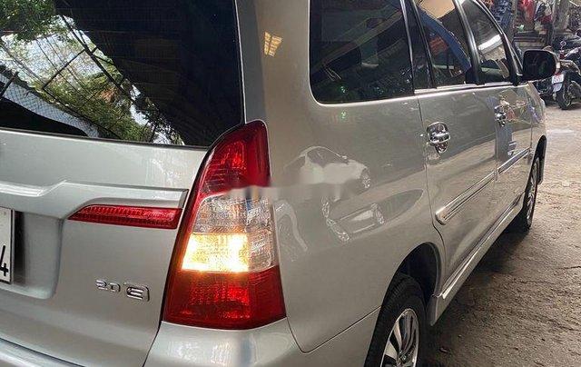 Gia đình bán lại xe Toyota Innova sản xuất 2015, màu bạc2