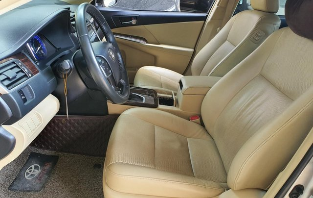 Toyota Camry E ghi vàng 2017, xe bảo dưỡng hãng đầy đủ13