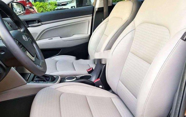 Cần bán Hyundai Elantra đời 2017, màu nâu còn mới, 554 triệu10
