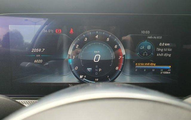 Cần bán Mercedes E300 năm sản xuất 2019, màu đen còn mới7