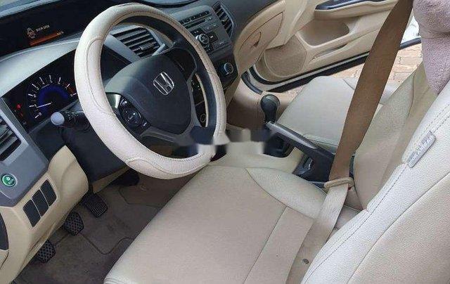 Cần bán gấp Honda Civic sản xuất năm 2013 còn mới2