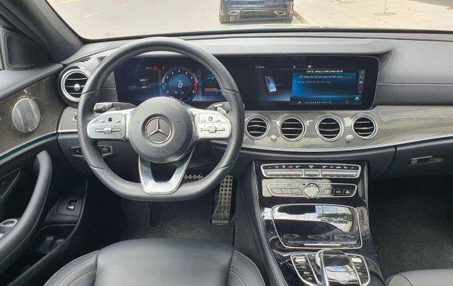 Cần bán Mercedes E300 năm sản xuất 2019, màu đen còn mới8