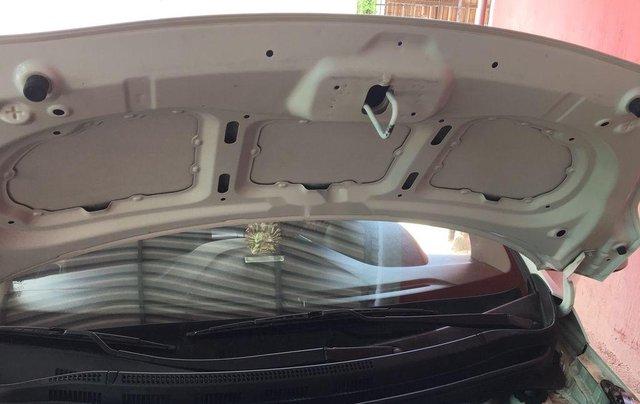 Bán Hyundai Grand i10 sản xuất năm 2016, xe nhập còn mới9