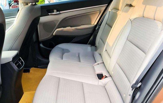 Cần bán Hyundai Elantra đời 2017, màu nâu còn mới, 554 triệu9