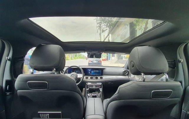 Cần bán Mercedes E300 năm sản xuất 2019, màu đen còn mới6