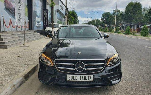 Cần bán Mercedes E300 năm sản xuất 2019, màu đen còn mới0