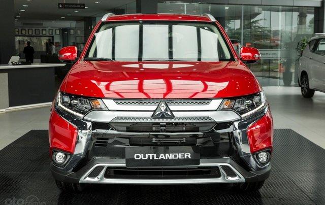 Mitsubishi Outlander giảm 100% phí trước bạ (trong tháng 11)0