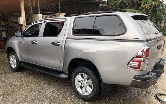 Bán Toyota Hilux 2.5MT năm 2015, màu ghi xám1