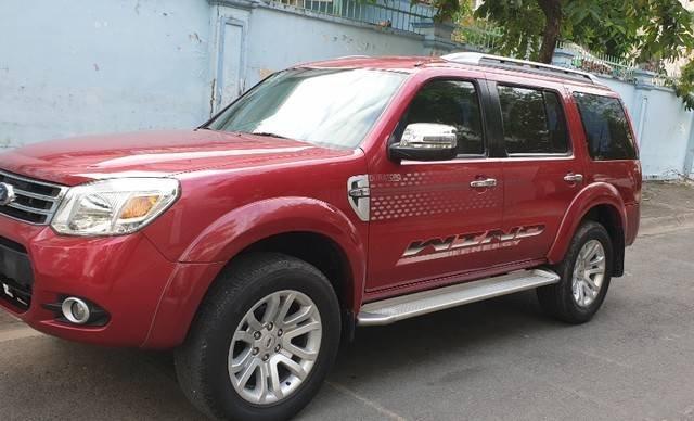 Cần bán Ford Everest năm sản xuất 2014, màu đỏ còn mới1