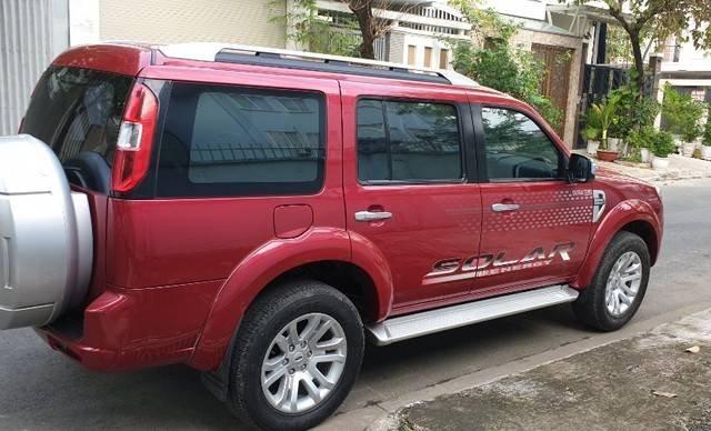 Cần bán Ford Everest năm sản xuất 2014, màu đỏ còn mới4