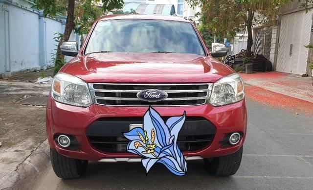 Cần bán Ford Everest năm sản xuất 2014, màu đỏ còn mới8