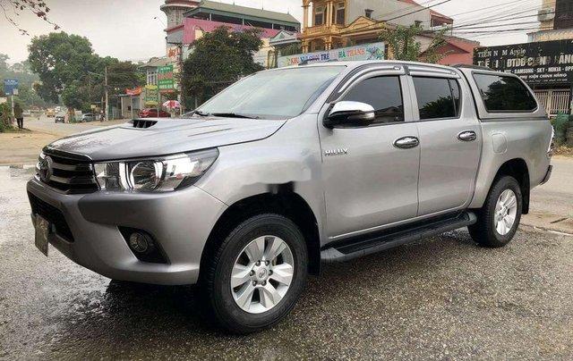 Bán Toyota Hilux 2.5MT năm 2015, màu ghi xám0