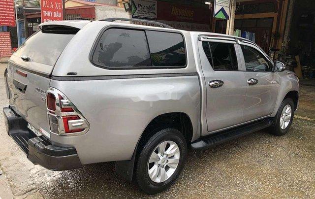 Bán Toyota Hilux 2.5MT năm 2015, màu ghi xám3
