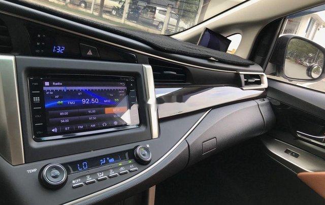 Bán Toyota Innova sản xuất năm 2017, xe chính chủ còn mới7