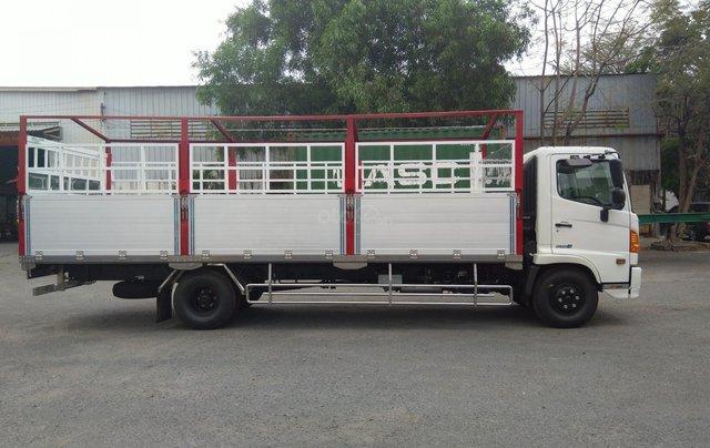 Xe tải Hino FG 8 tấn thùng dài 7m4 trả trước 200tr chìa khóa trao tay1
