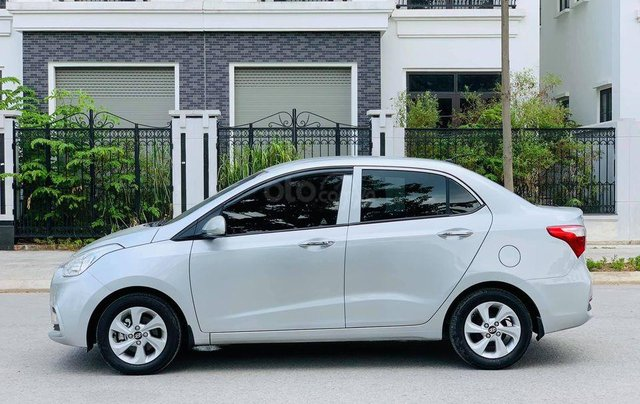 Xe Hyundai Grand i10 sản xuất 2019, màu bạc0