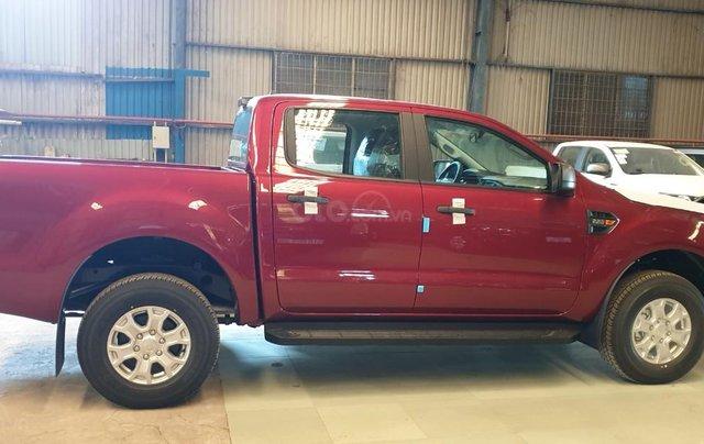 Ford Ranger XLS AT/MT 2021 màu đỏ, bán lấy chỉ tiêu chạy doanh số cuối năm, phi lợi nhuận, 1 chiếc giao ngay tháng 112