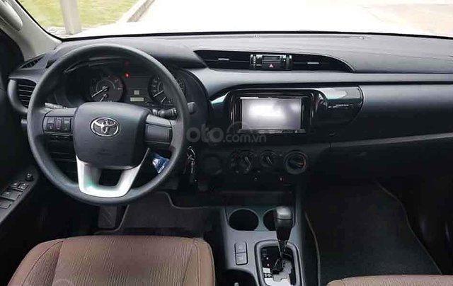 Bán xe Toyota Hilux sản xuất năm 2020, màu trắng, nhập khẩu 4