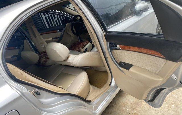 Cần bán Chevrolet Aveo đời 2013, màu bạc6