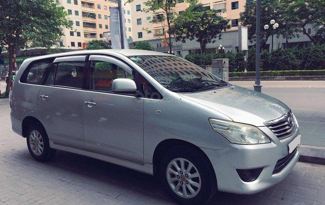 Bán xe Innova E 2013 số sàn, biển Hà Nội, xe rất chất3
