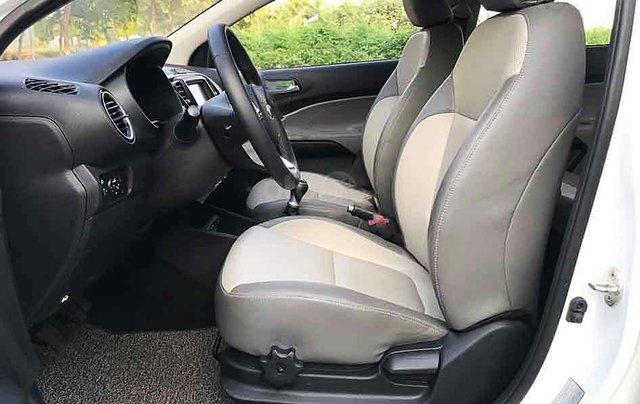 Bán ô tô Kia Soluto sản xuất năm 2020, màu trắng số sàn, giá 375tr4