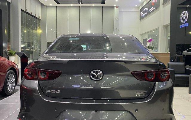 Mazda 3 Premium giảm giá ưu đãi cùng nhiều quà tặng tháng 122