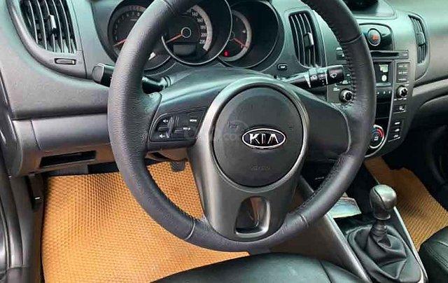 Bán lại xe Kia Forte 2012, màu đen số sàn, giá 280tr5