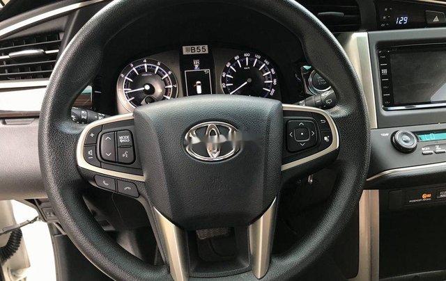 Bán Toyota Innova sản xuất năm 2017, xe chính chủ còn mới6