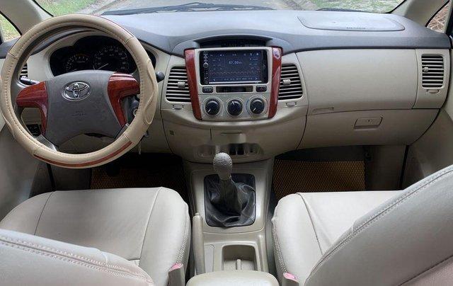 Cần bán Toyota Innova năm sản xuất 2015, giá thấp, động cơ ổn định4