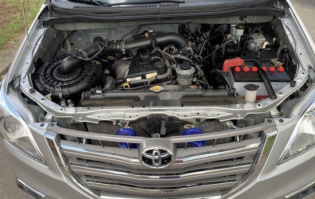 Cần bán Toyota Innova năm sản xuất 2015, giá thấp, động cơ ổn định9