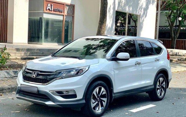 Cần bán gấp Honda CR V sản xuất 2017, màu trắng chính chủ0