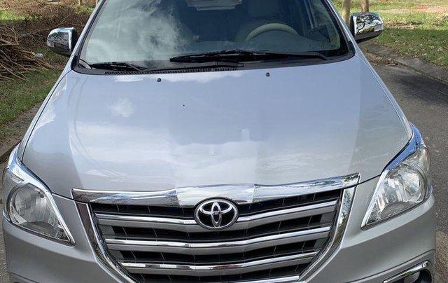 Cần bán Toyota Innova năm sản xuất 2015, giá thấp, động cơ ổn định0