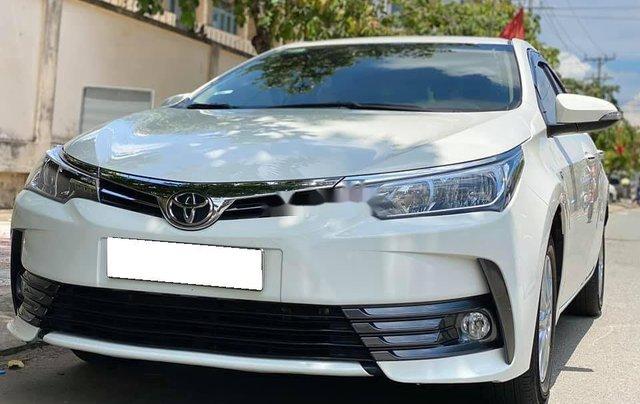 Cần bán gấp Toyota Corolla Altis năm sản xuất 2017, màu trắng còn mới1