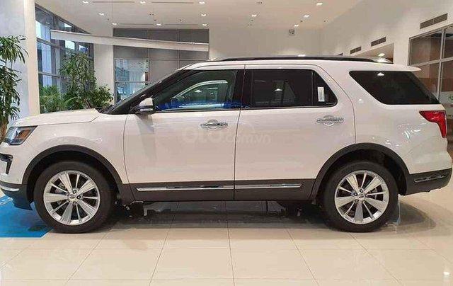 Ford Explorer màu trắng SX 2020, giao xe ngay2