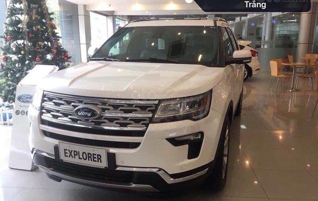 Ford Explorer màu trắng SX 2020, giao xe ngay4