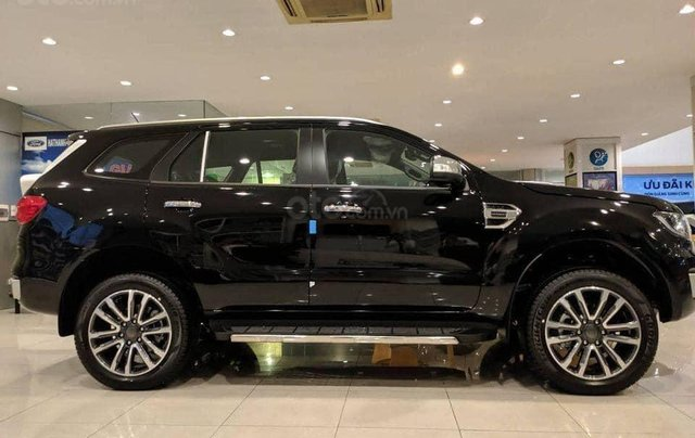 Ford Everest 4WD 2020, màu đen, giao xe ngay2