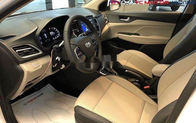 Cần bán Hyundai Accent sản xuất 2020, màu trắng, nhập khẩu nguyên chiếc4