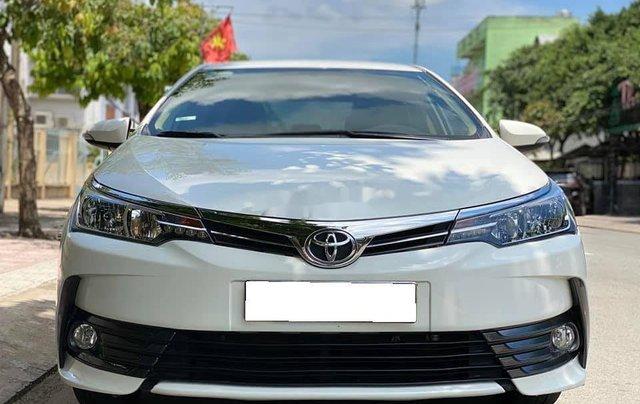 Cần bán gấp Toyota Corolla Altis năm sản xuất 2017, màu trắng còn mới0