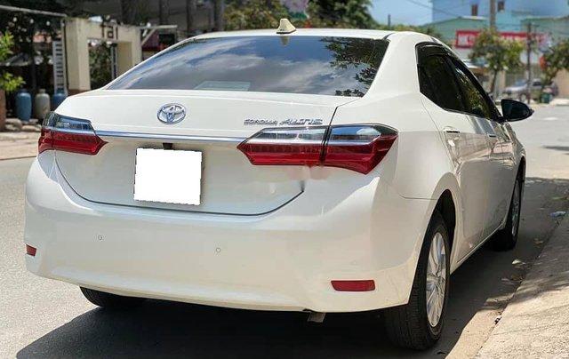 Cần bán gấp Toyota Corolla Altis năm sản xuất 2017, màu trắng còn mới3