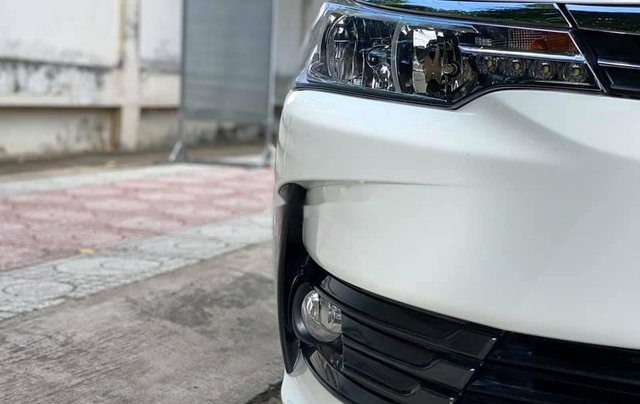 Cần bán gấp Toyota Corolla Altis năm sản xuất 2017, màu trắng còn mới5