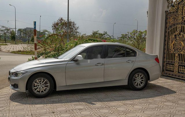 Cần bán gấp BMW 3 Series 320i đời 2015, màu bạc, xe nhập còn mới, giá tốt0
