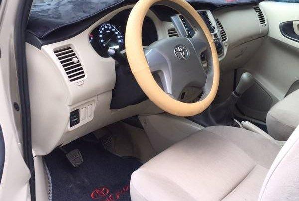 Bán xe Toyota Innova đời 2014, màu vàng, 372 triệu2