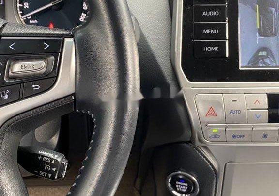 Bán Toyota Prado đời 2018, màu đen, xe nhập còn mới8
