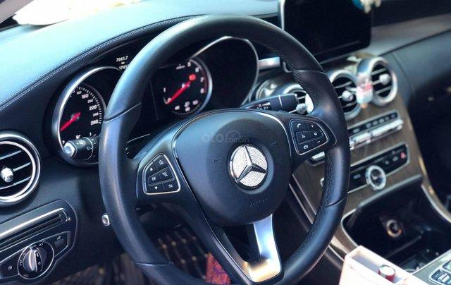 Xe chính chủ bán Mercedes C250 Exclusive model 2017 màu trắng, ít sử dụng và còn rất mới3